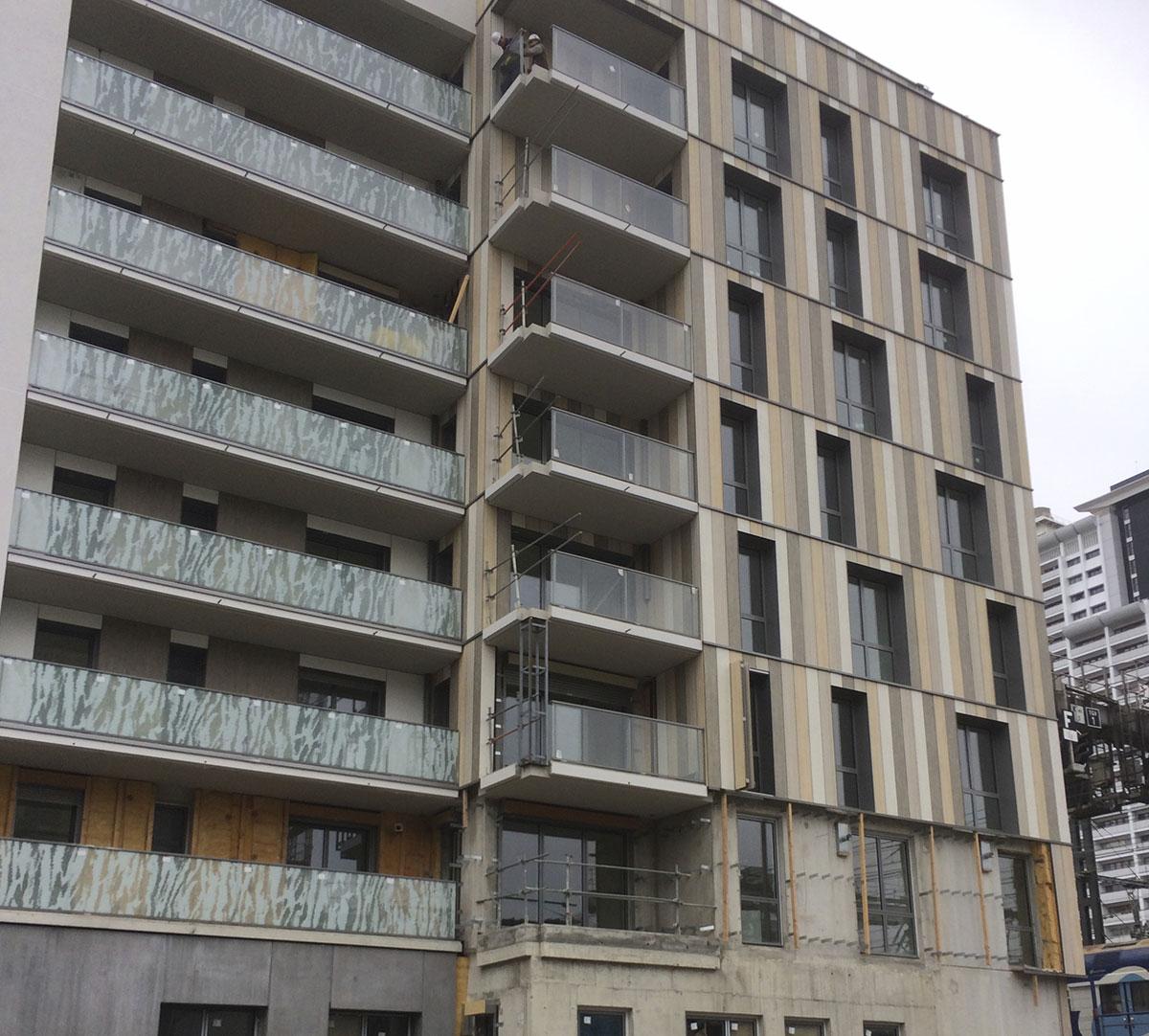 Réalisation Encadrement de fenêtres et couvertines d'acrotères sur bardage bois : image 1